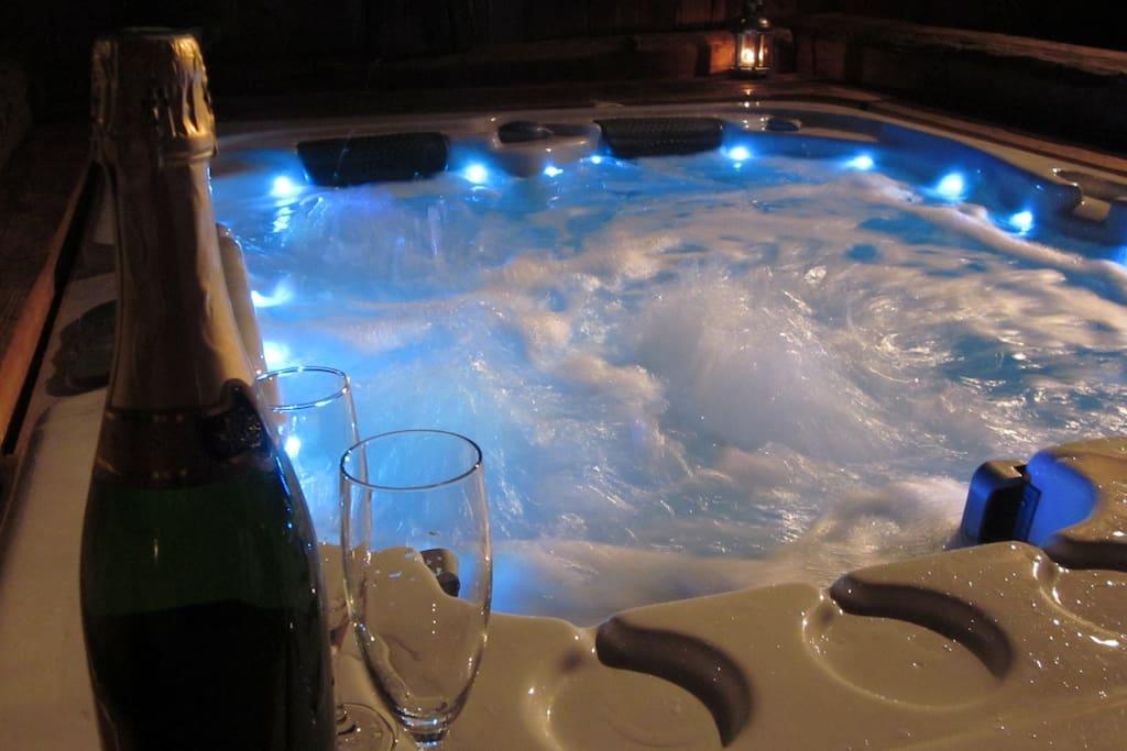 Espace bien-être privatif : jacuzzi sauna et hammam