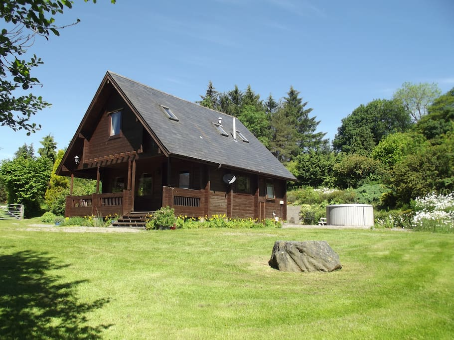 Cosy lodge with enclosed garden and hot tub.
