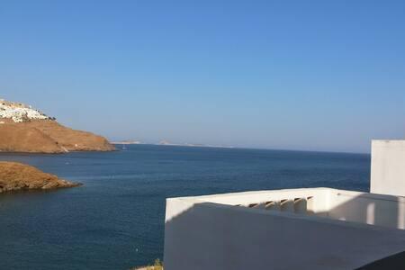 Villa con vista spettacolare sulla Chora sul mare