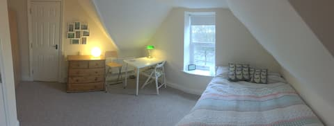2 Spacious rooms on the top floor