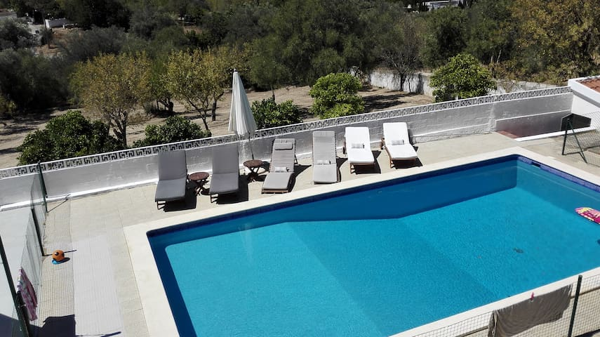 Countryside house, large pool, 10 min from beaches - Almancil - Hus