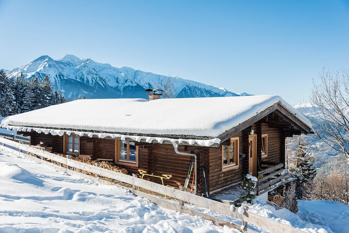 Romantic Chalet with fantastic view - Telfs - Chatka w górach