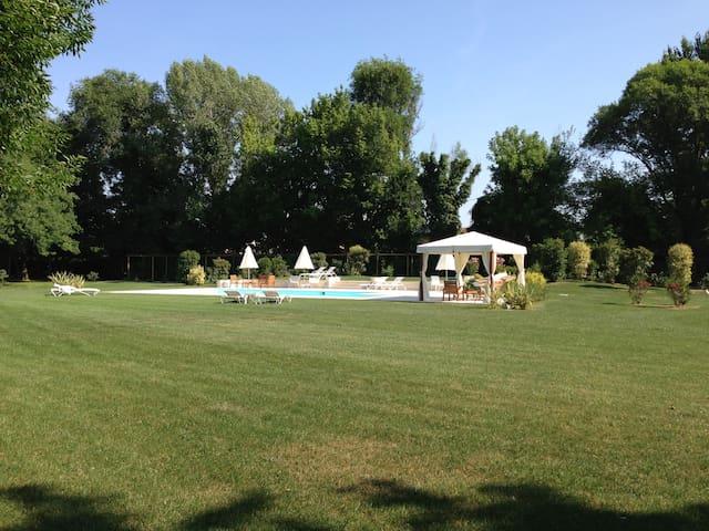 Villa Veneta con piscina e bici - เทรวิโซ - วิลล่า