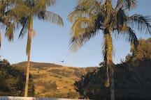 Serra da Mantiqueira atrás da piscina