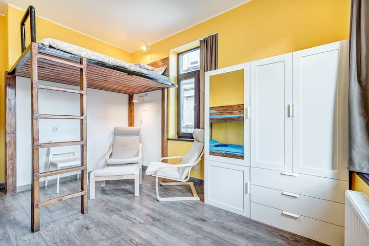 YELLOW FAMILY PRIVATE ROOM+TV+Sauna+Breakfast+Park