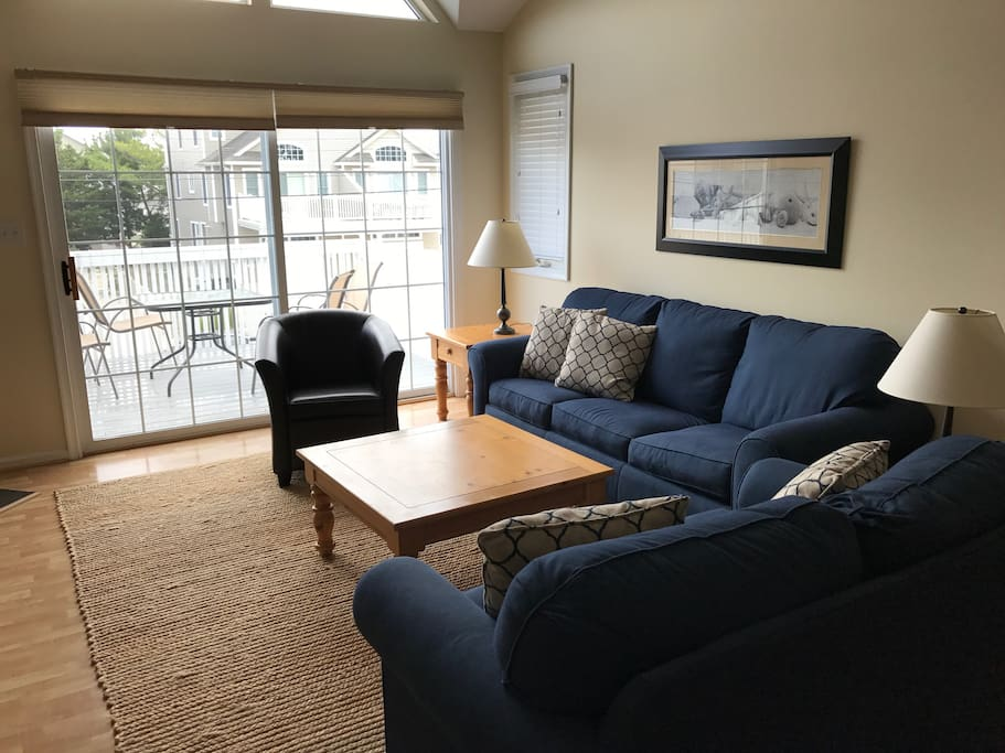 family room w pull out queen sofa bed