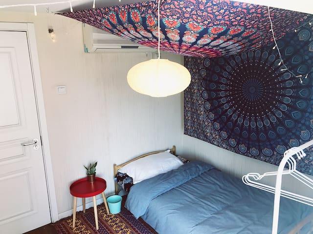 天和-[家中有猫有狗]明亮简洁的北欧风复式公寓中的一个温馨的波西米亚小窝近机场