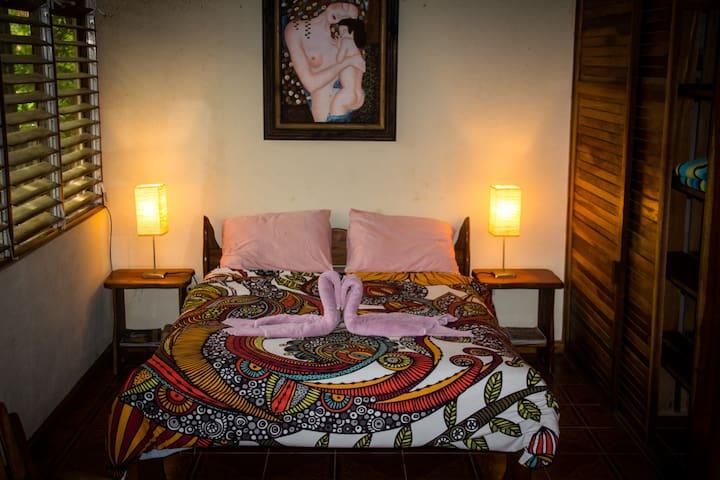 Pool Casita Oceanside, queen bed plus single bed, private bath