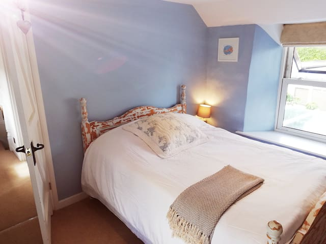Room in cosy Cottage by Yeo Valley & Blagdon Lake