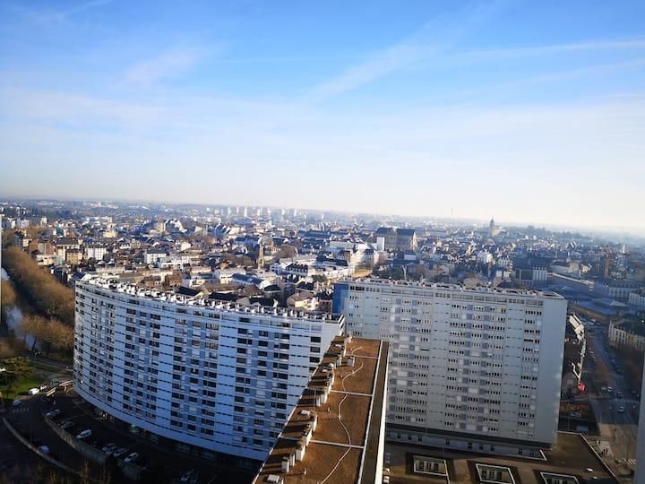 T2 place des lices avec vue imprenable sur Rennes