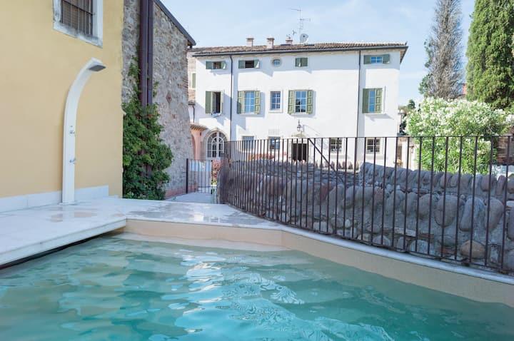 Trilocale S luxury lago di Garda, wellness,piscina