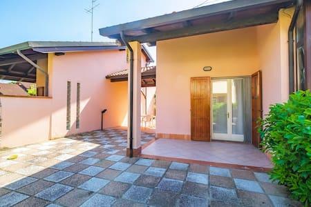 Pretty Villa with barbecue, garden