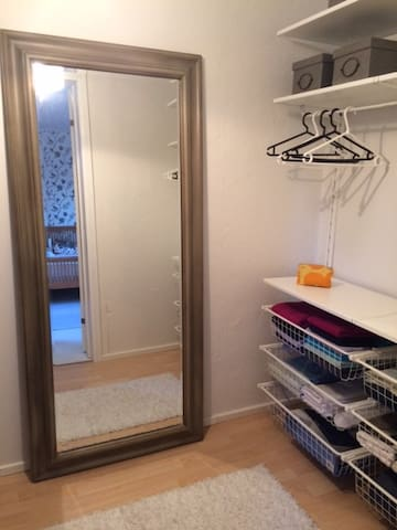 Walk in-closet and luggageroom