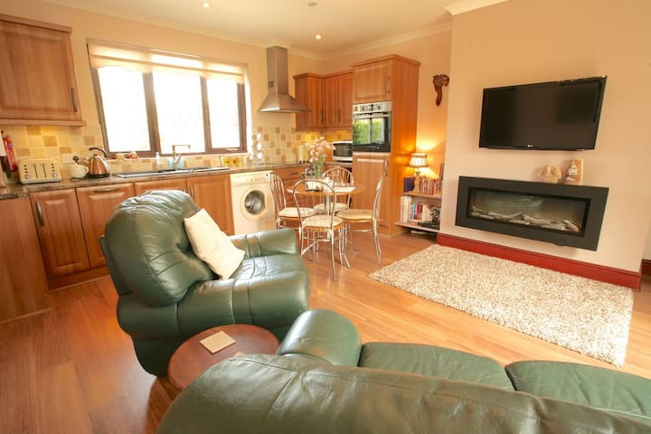 Smithy Cottage sleeps 1 to 4 persons.