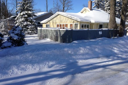 4Bdrm- Charming Lake Simcoe Cottage Steps to Water - Innisfil - Cottage