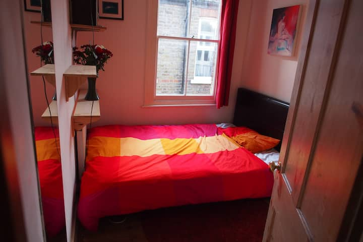Cosy Room in Beautiful Flat close to Transport