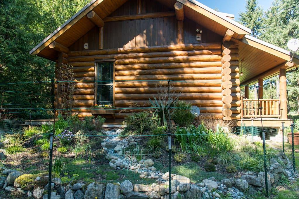 Cedar ridge log cabin retreat cottages for rent in lopez for Log cabin retreat