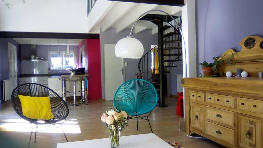 Agréable maison, sur parc arboré cloturé, parking - L'Isle-d'Espagnac - Huis