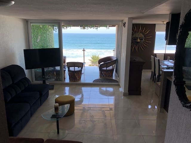 Condo with amazing ocean front view !