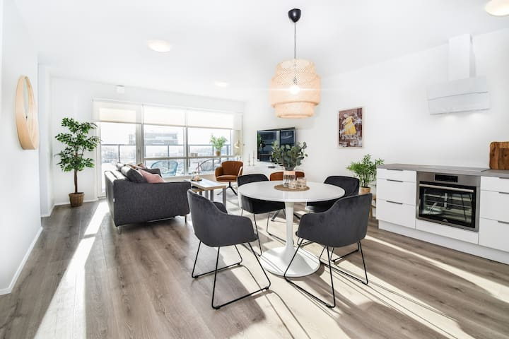 NEW Luxury 2 BDR Apartment With Private Parking