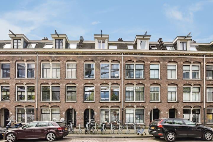 Lovely apartment near Amstel river