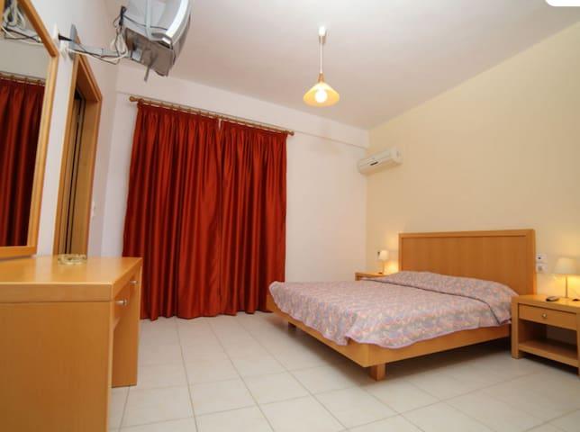 Δίκλινο δωμάτιο ισογείου με θέα στη θάλασσα. - Tsoutsouros - Bed & Breakfast