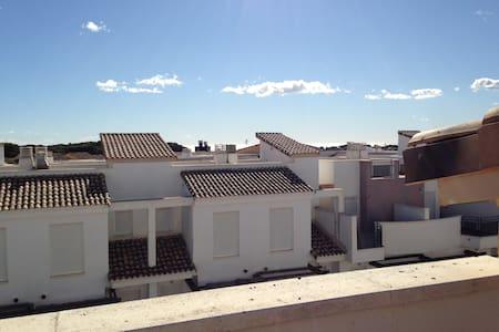 Habitacion en adosado cercano a la Feria Muestras - Casa adossada