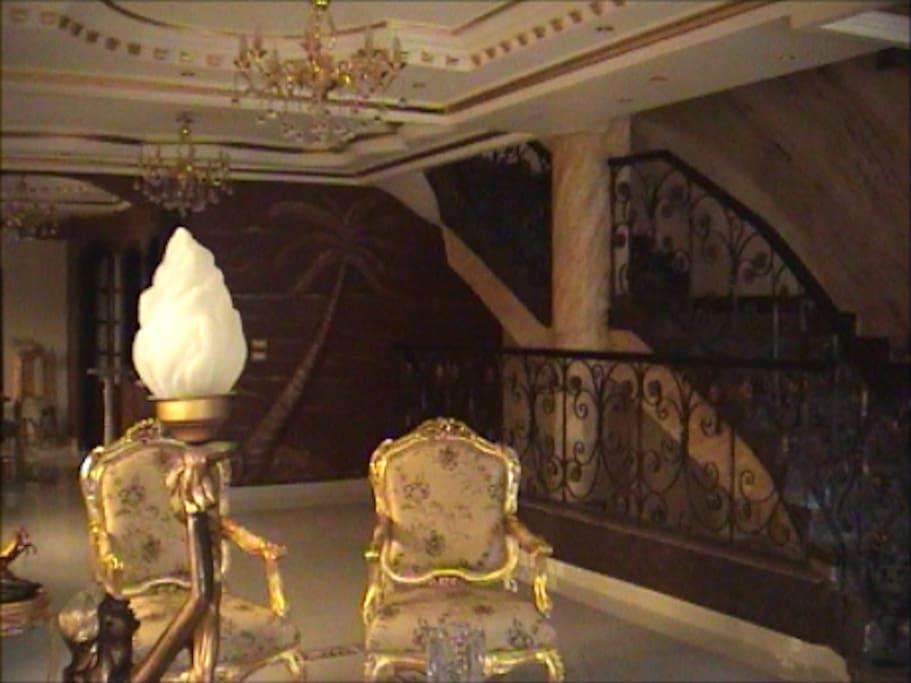 E:large reception on the ground floor F:grande réception au rez de chaussée