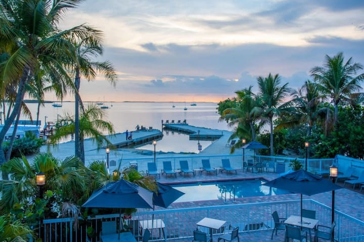 POOL OPEN! Florida Keys Getaway! Lovely Unit