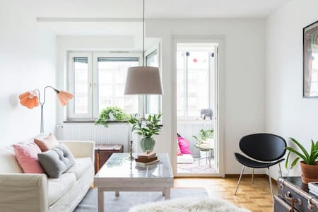 Big room with balcony and view - Malmö - Apartment