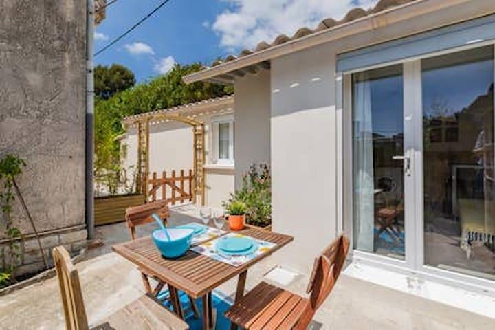 Petite maison avec terrasse proche mer et centre