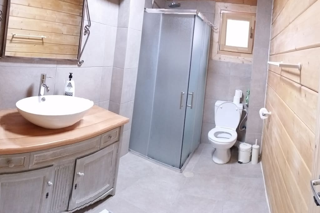 Bathroom in one of the first floors bedrooms