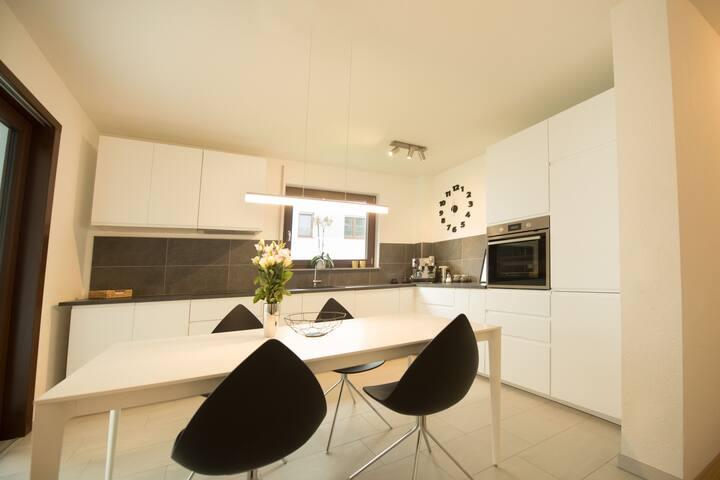 Modernes desinfiziertes Apartment mitten in Aalen