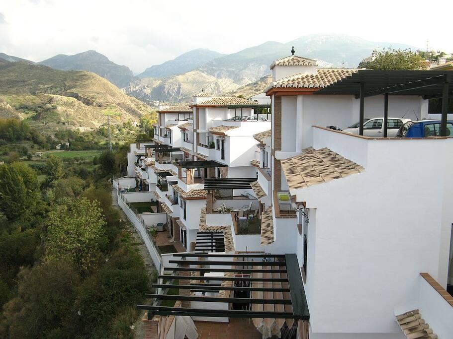 Apartamento con piscina y vistas apartamentos en for Piscina granada centro