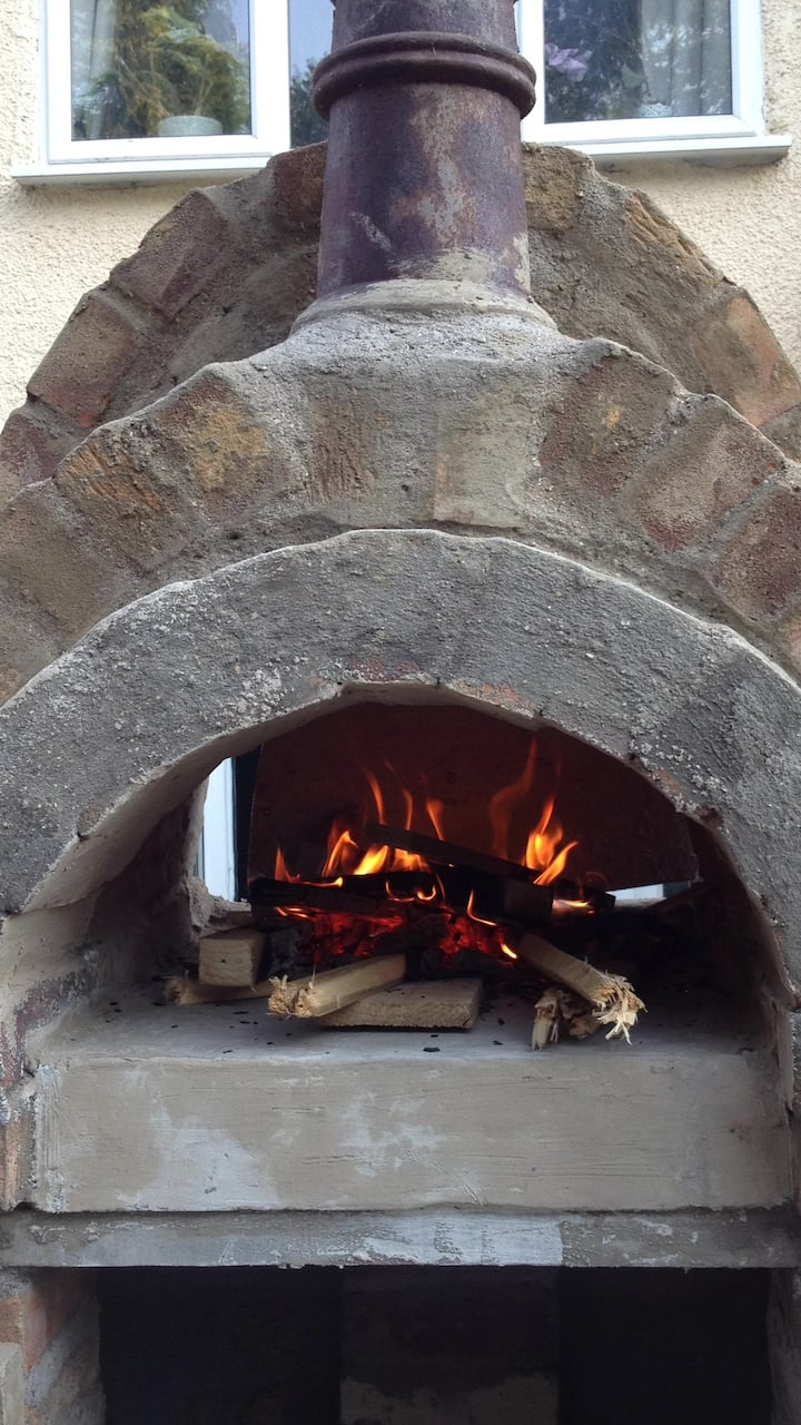 The oven operates at 400+ degrees