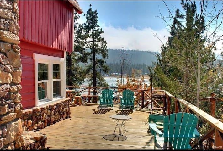 Stunning Lake Front Cabin. Sleeps 7