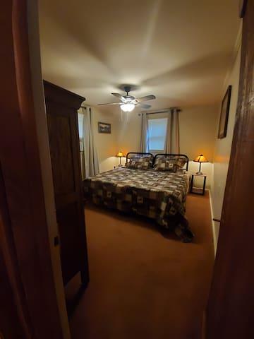 Bedroom: Option 1 - King Bed