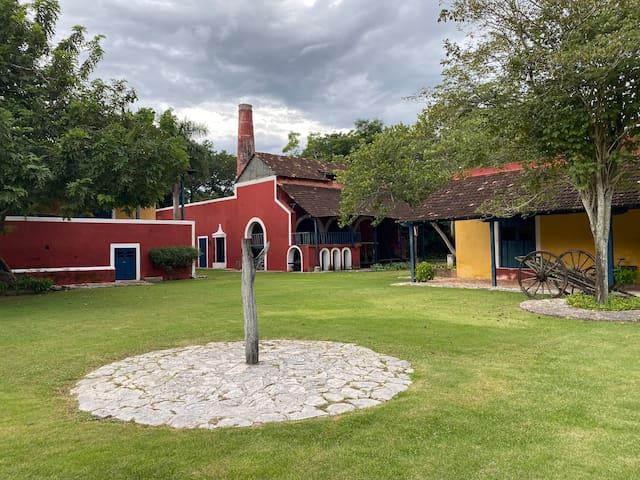 Monumental Hacienda con exuberantes jardines