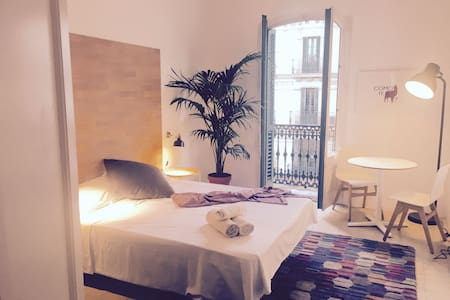 Lovely room in downtown BCN w/private bathroom - Barcelona