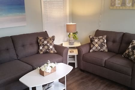 Beach Breeze at El Mar on IRB, 1 block to beach - Indian Rocks Beach - Apartment
