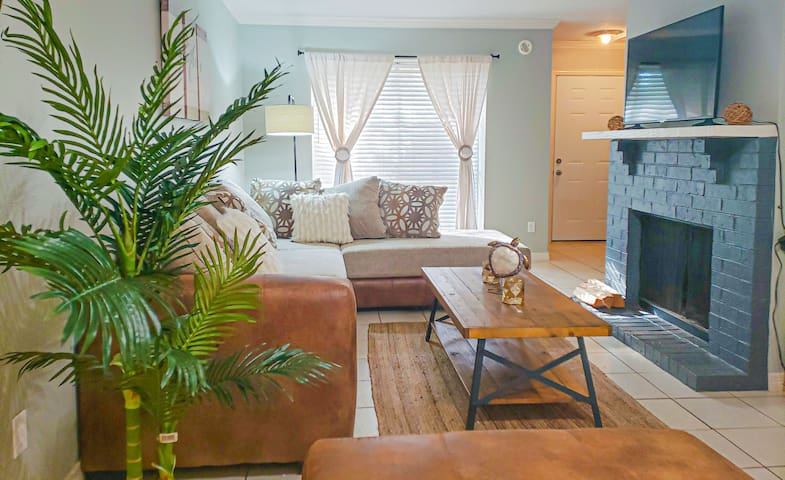 LOVELY LOVE FIELD AIRPORT TOWNHOME 3 BED | 3 BATH