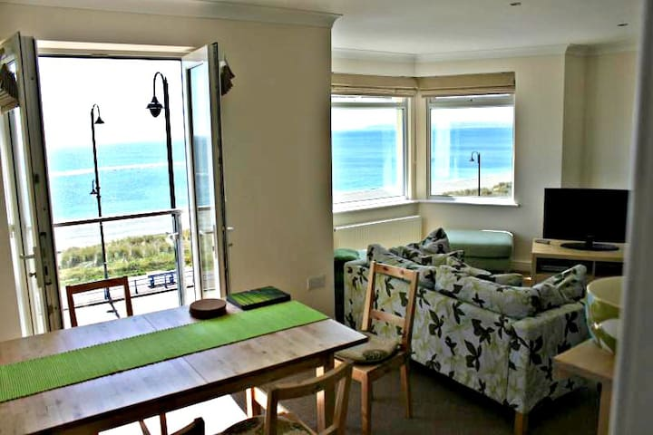 Top Floor Beachfront Apartment - Pwllheli