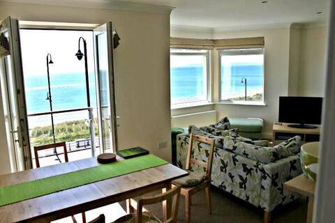 Top Floor Beachfront Apartment - Pwllheli