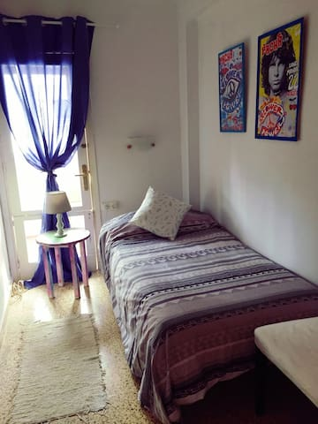 Wanderlust Bedroom, 1 street from the beach.