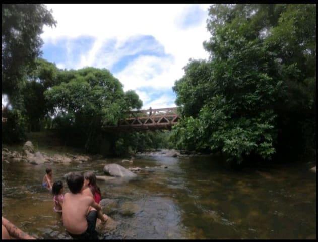Camping às margem do rio Macacu  Com estrutura