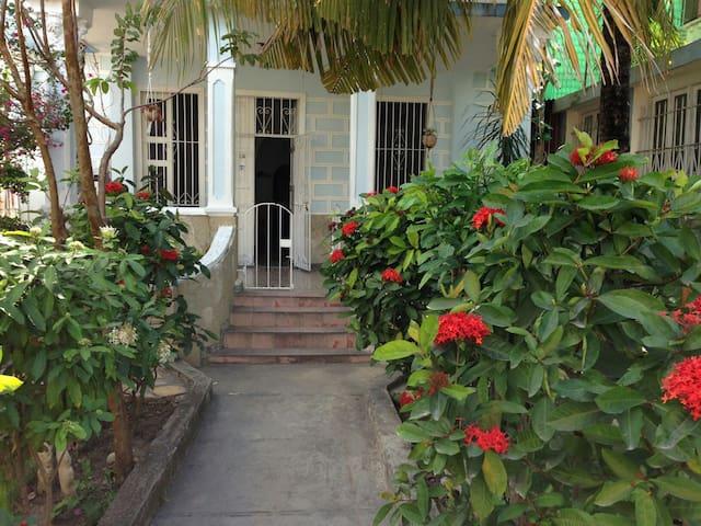 Palacio del jardín in downtown. - Holguin - Talo