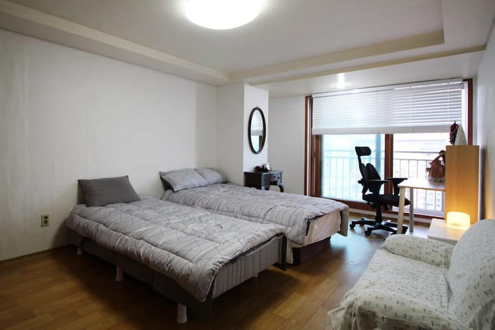 Nice view and spacious room[ladies only]