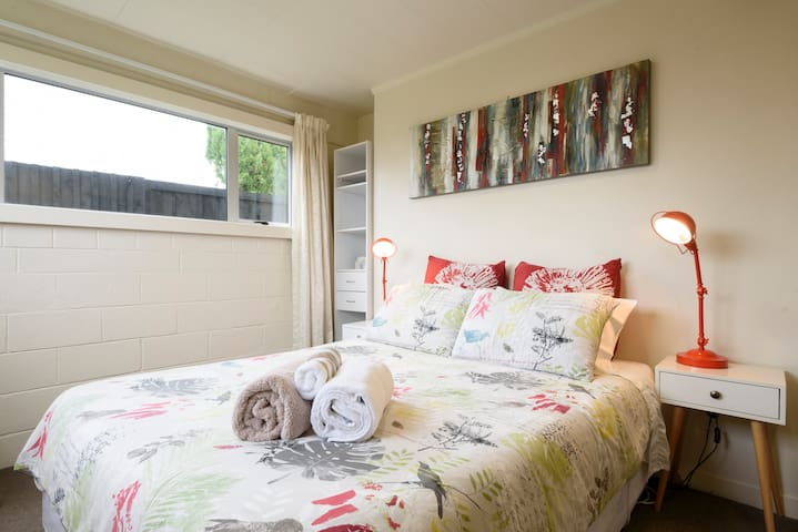 Sunny, family-friendly Blockhouse Bay Apartment - Auckland - Wohnung