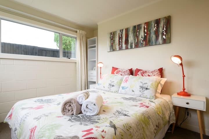 Sunny, family-friendly Blockhouse Bay Apartment
