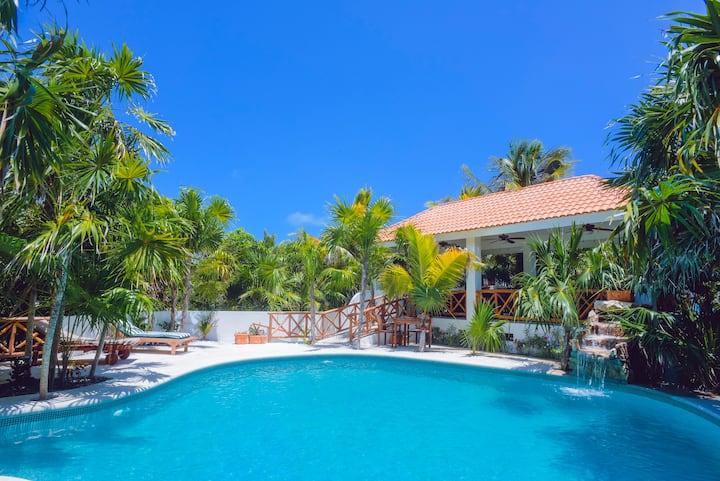 Huge Private Exotic Beachfront Villa w/ Pool
